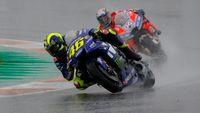 Crash Lagi Saat di Posisi Depan, Valentino Rossi Menyesal dan Minta Maaf