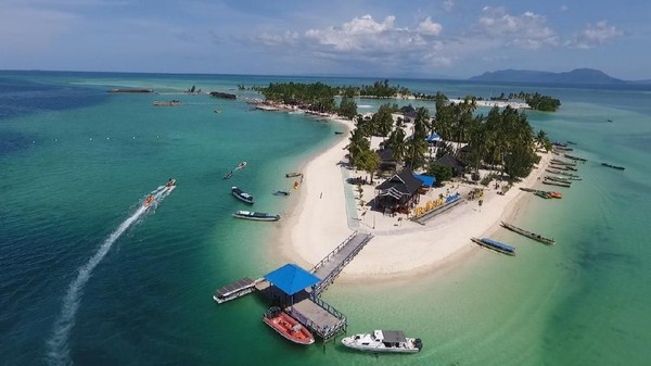 Di pulau ini sudah ada beberapa penginapan yang menawarkan pemandangan langsung ke pantai. Bahkan banyak yang mengatakan jika Pulau Bokori menjadi tempat yang pas untuk berbulan madu bagi pasangan baru. Dok.APPSI