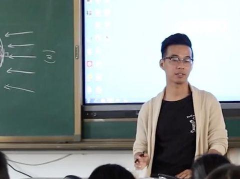 Cara Unik Guru Pria Rawat Siswa Putri yang Sedang Haid Ini Viral