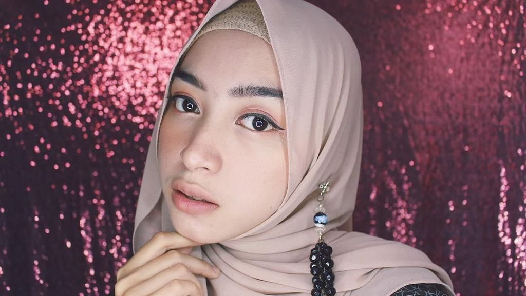 Tutorial Hijab dalam 20 Detik, Gaya Aghnia Punjabi dan Nissa Sabyan