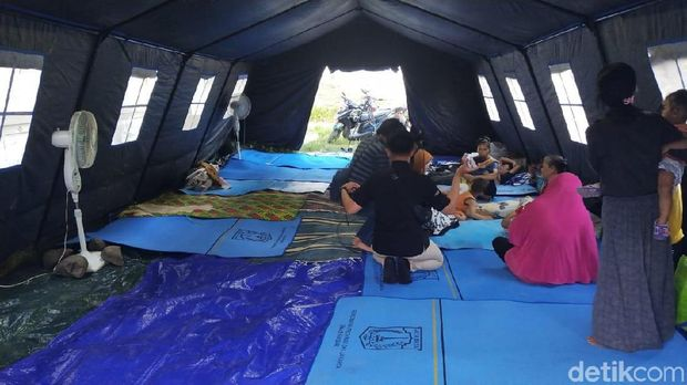 Tenda dilengkapi dengan kipas angin