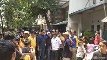 Tinjau Rumah Ambles di Pademangan, Anies Janji Tak Gusur