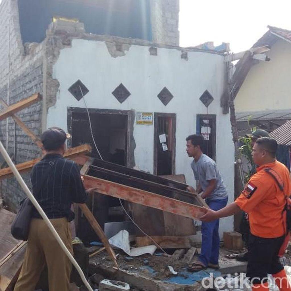 Ratusan Rumah di Bandung Barat Rusak Dilanda Puting Beliung