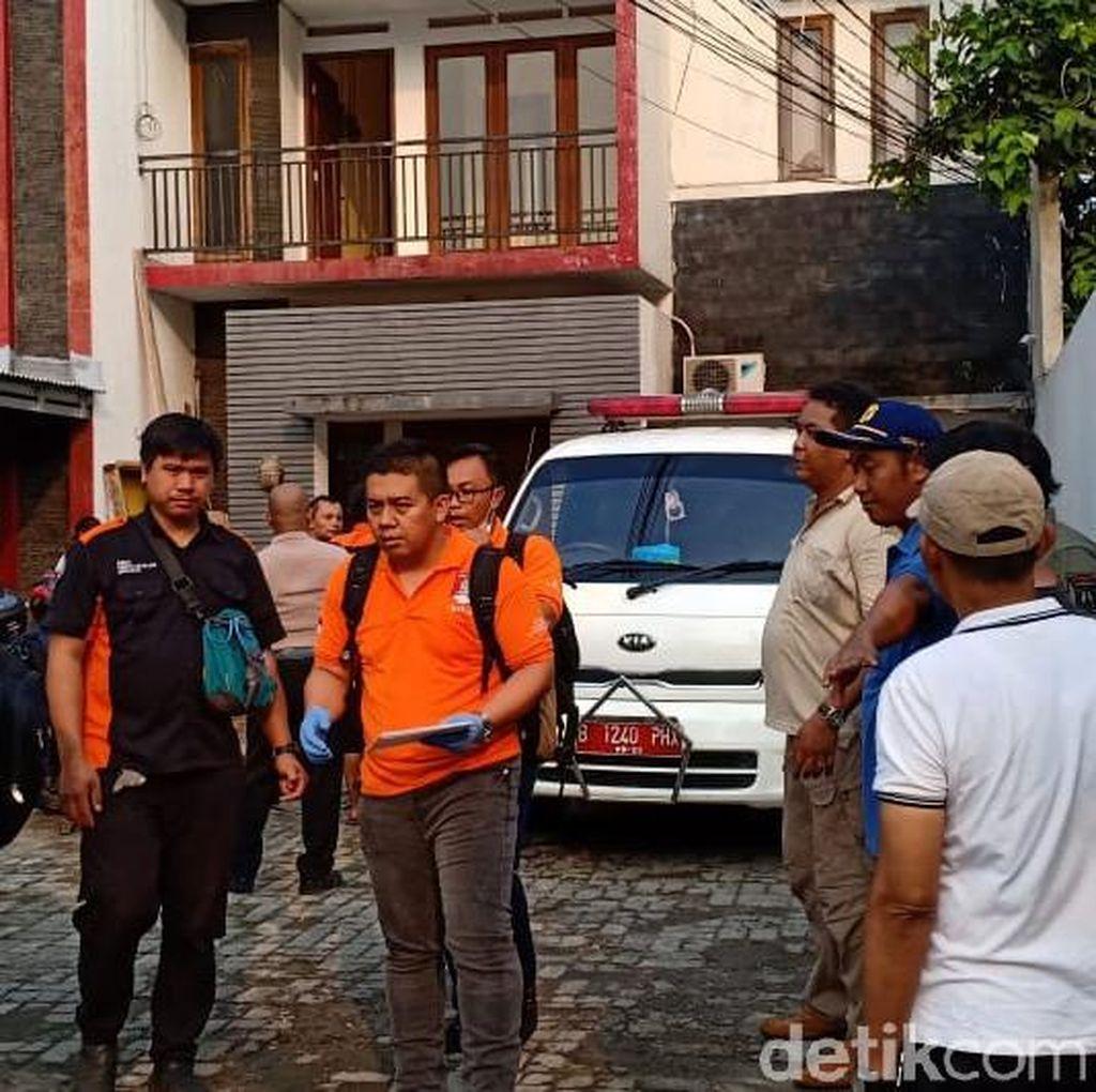 Wanita Diduga Korban Pembunuhan di Mampang Dibawa ke RS Fatmawati