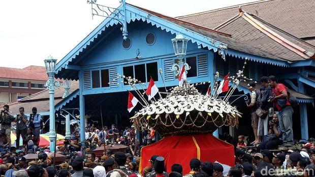 Suasana Grebeg Maulid Nabi di Solo.