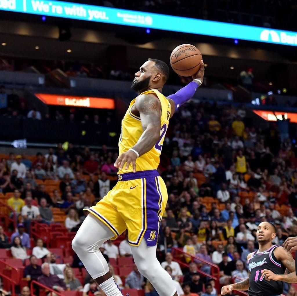 LeBron James dan Lakers Sama-Sama Lagi Panas
