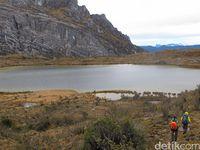 Lanskap Pegunungan Jayawijaya sejatinya dapat menjadi destinasi wisata (Afif Farhan/detikTravel)