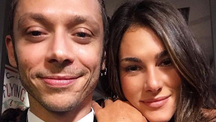 Valentino Rossi dan kekasihnya, Francesca Sofia Novello. (Foto: Instagram @francescasofianovello)