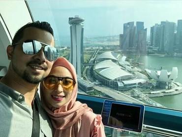 Sultan Djorghi beberapa kali mengunggah foto liburan ke luar negeri bersama keluarganya. Ia juga sering mengunggah foto berdua dengan istrinya, Annisa Trihapsari. (Foto: Instagram/ @djorghisultan)