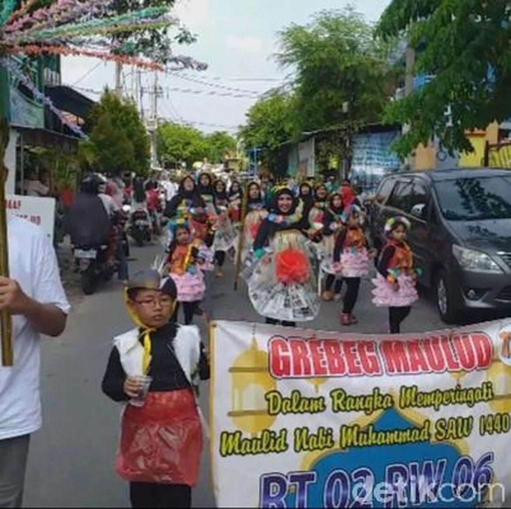 Warga Surabaya Gelar Grebek Maulid Nabi Bertema Keberagaman