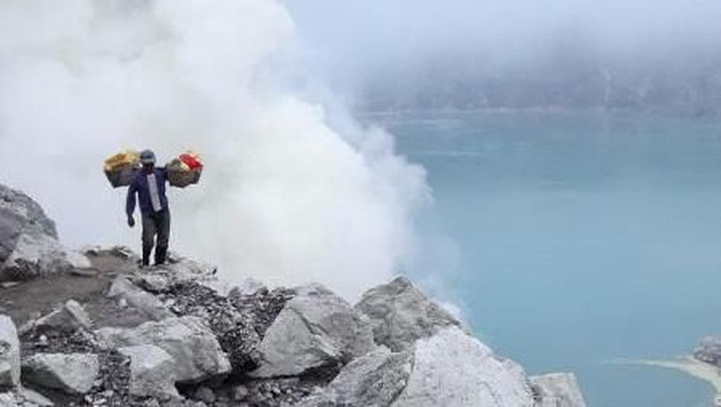 Tips Berburu Blue Fire Kawah Ijen