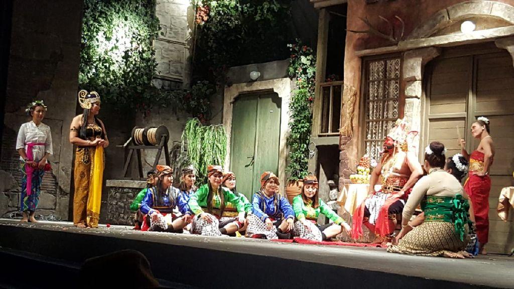 Drama Kolosal Ramayana Dipentaskan di Athena