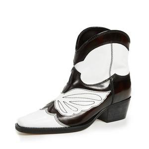 5 Jenis Sepatu Ankle Boot yang Disarankan Oleh Dokter Ortopedi