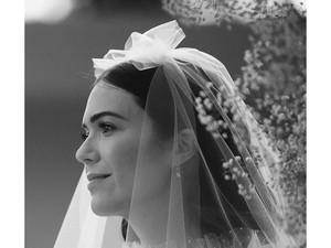 Foto: Menikah Lagi, Mandy Moore Pakai Gaun Pengantin Anti-mainstream