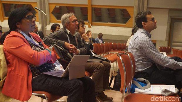 Inovasi 'Teman Kanker' menarik perhatian peserta konferensi.