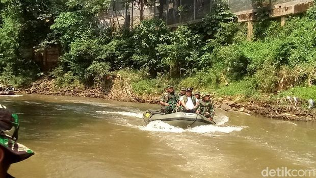Susuri Sungai Ciliwung 13 Km, Pangdam Jaya: Masih Banyak Sampah