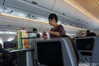 Pramugari yang melayani traveler (Melissa Mailoa/detikTravel)