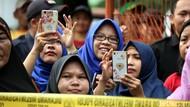 Warga Ramai-ramai Nonton Adegan Pembunuhan Satu Keluarga di Bekasi