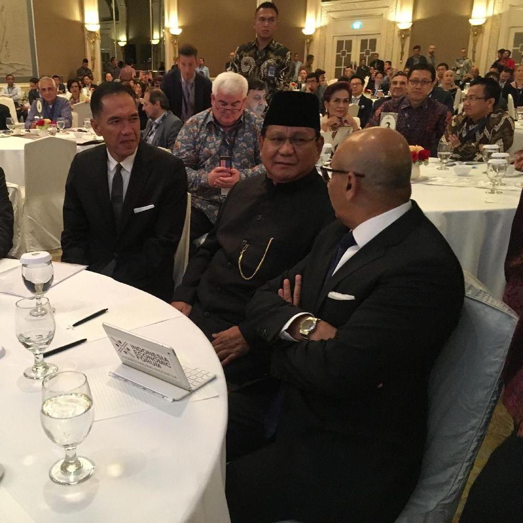 Saat Prabowo Berbusana Beskap dan Pidato Pakai Bahasa Inggris