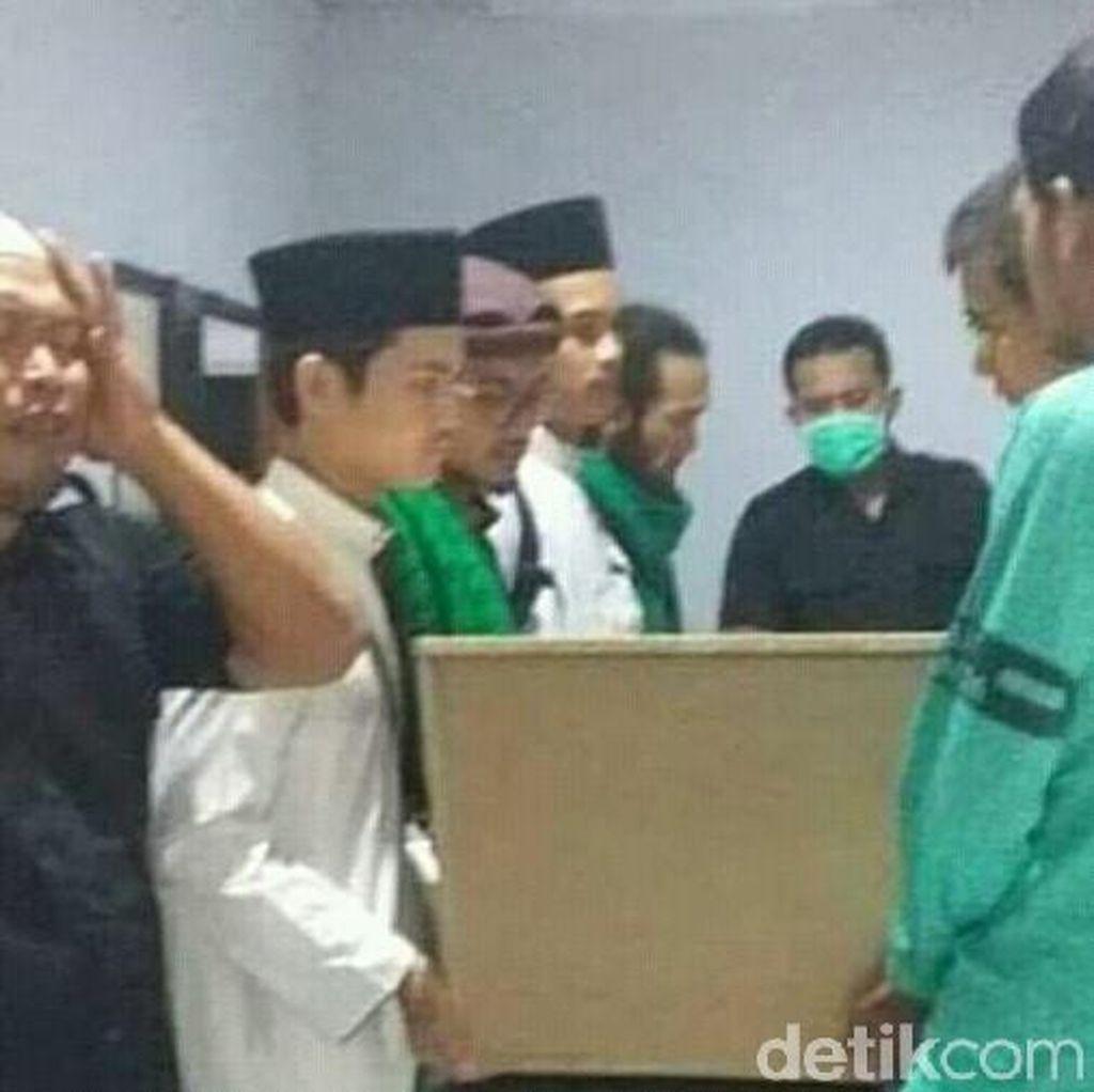 Mahasiswa Thailand yang Meninggal Dimakamkan di Tulungagung