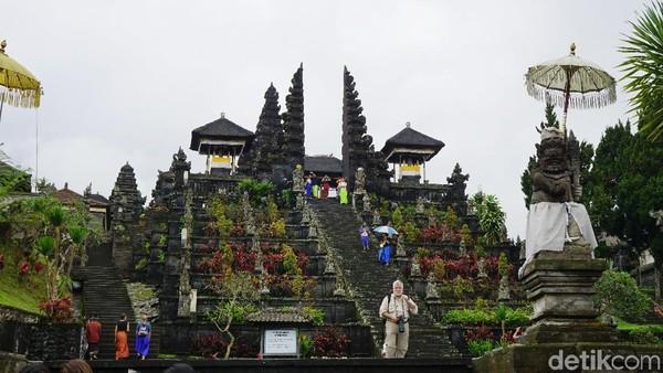 Pura Besakih merupakan pura umat Hindu terbesar di Bali. Cocok untuk rekomendasi liburan akhir pekan ini (Syanti/detikTravel)