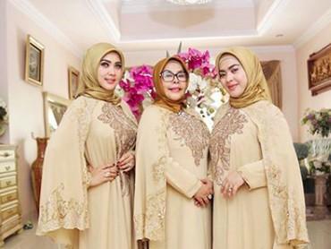 Wanita kelahiran Bogor, 1 Agustus 1982, ini sangat amat menghormati kedua orang tuanya, terutama sang bunda. (Foto: Instagram/princessyahrini)
