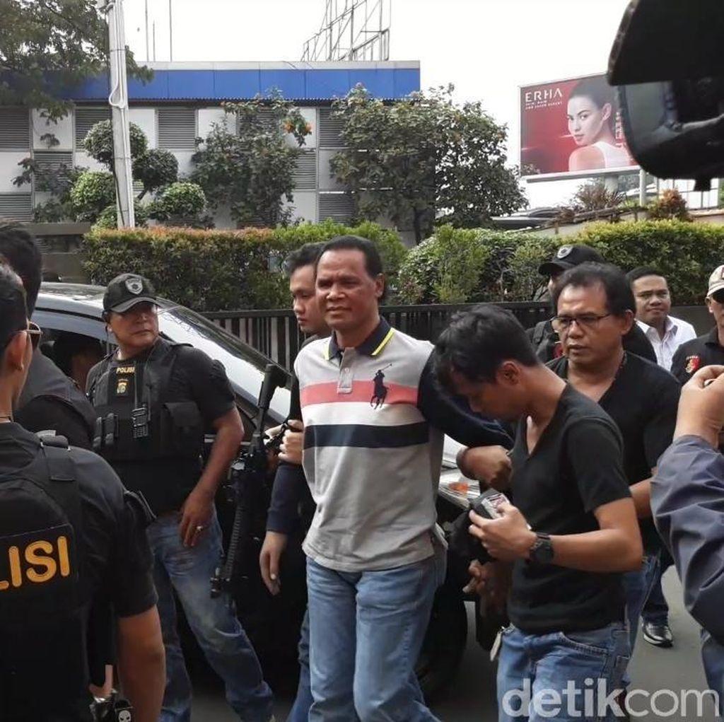 Cari Barang Bukti, Polisi Geledah Rumah Hercules di Jakbar