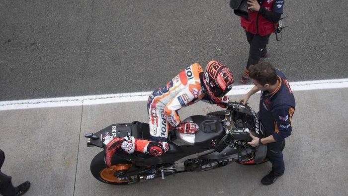 Marc Marquez finis kedua di tes MotoGP Valencia meski diganggu cedera bahu. (Foto: Mirco Lazzari gp/Getty Images)