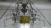 Unik! Robot Laba-laba dari Barang Bekas