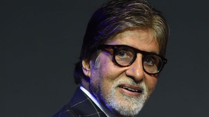 Amitabh Bachchan lunasi utang lebih dari 1.000 petani senilai Rp8 miliar