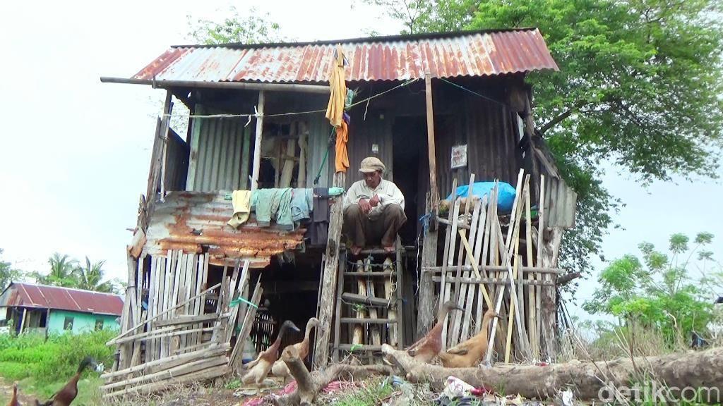 Kisah Kakek 82 Tahun yang Tinggal di Gubuk Reyot Dapat Bantuan