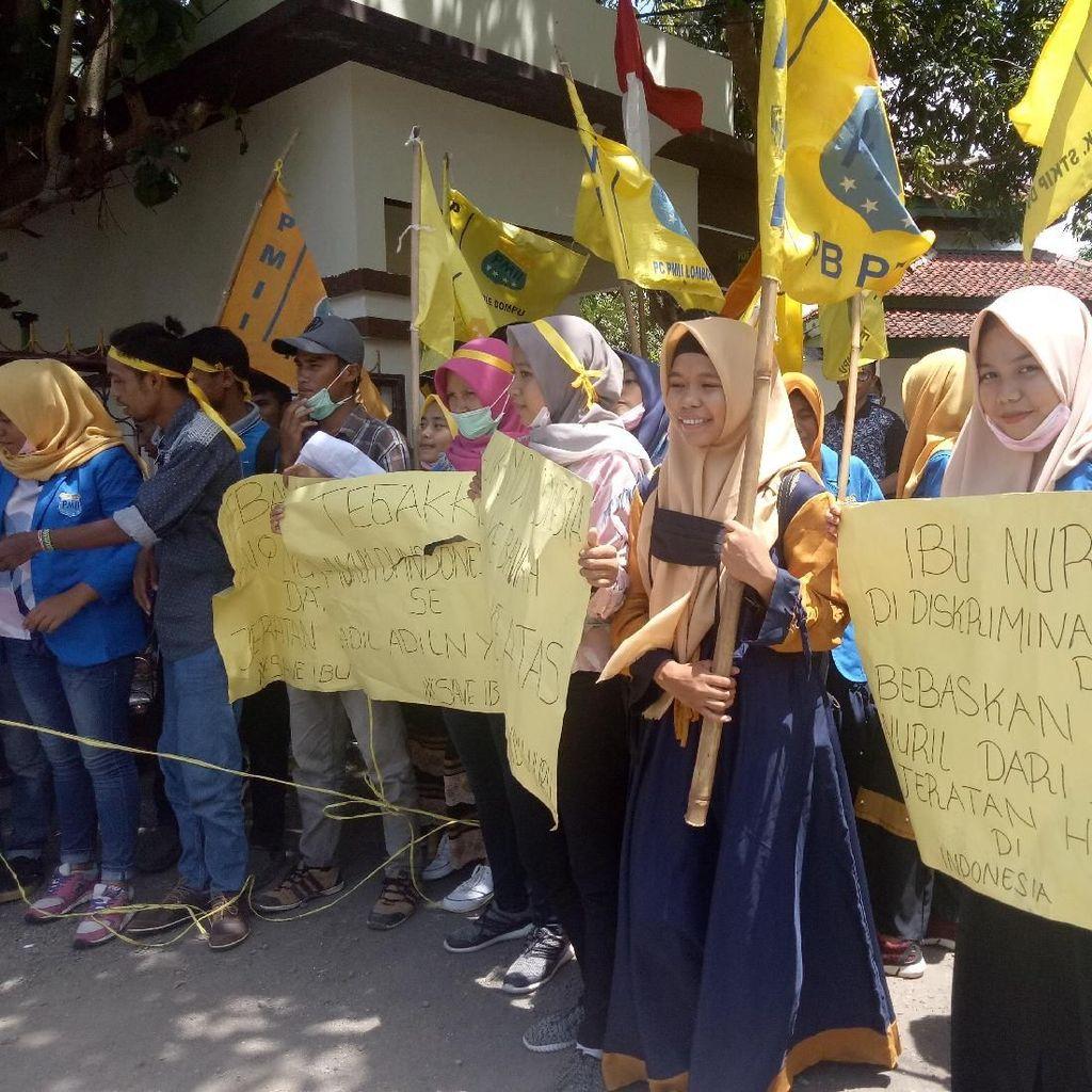 Mahasiswa NTB Demo Minta Baiq Nuril Dibebaskan