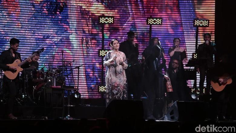 Raisa dan Dipha Barus Bawakan Single Baru dalam Konser Fermata