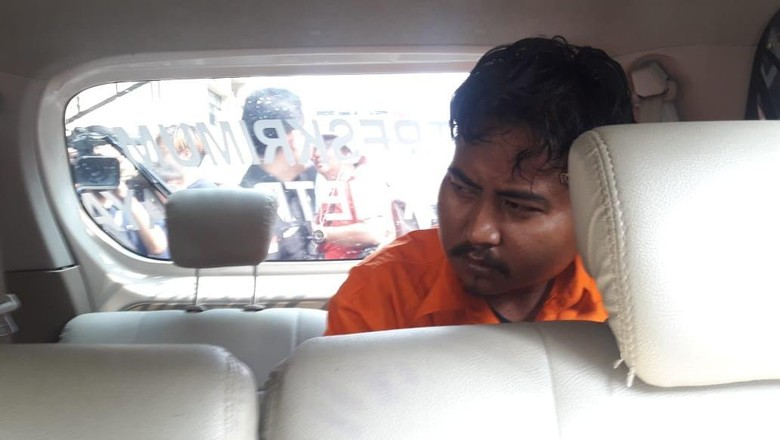 Nurhadi Tersangka Pembunuh Dufi Dibawa dari Polda Metro