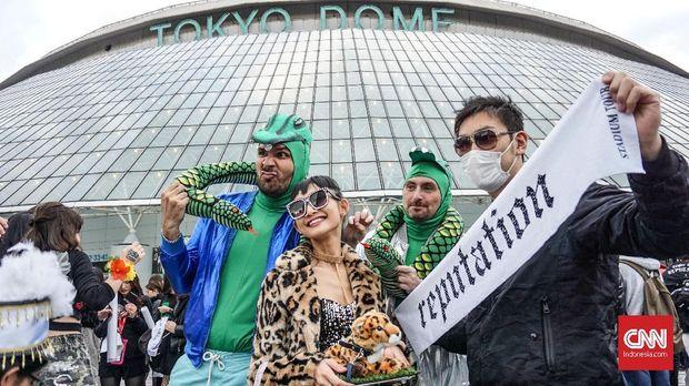 Penggemar Taylor Swift berkumpul di Tokyo Dome.