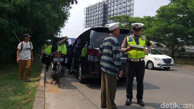 Foto: Razia pajak kendaraan di Pluit, Jakarta Utara. (Eva-detikcom)