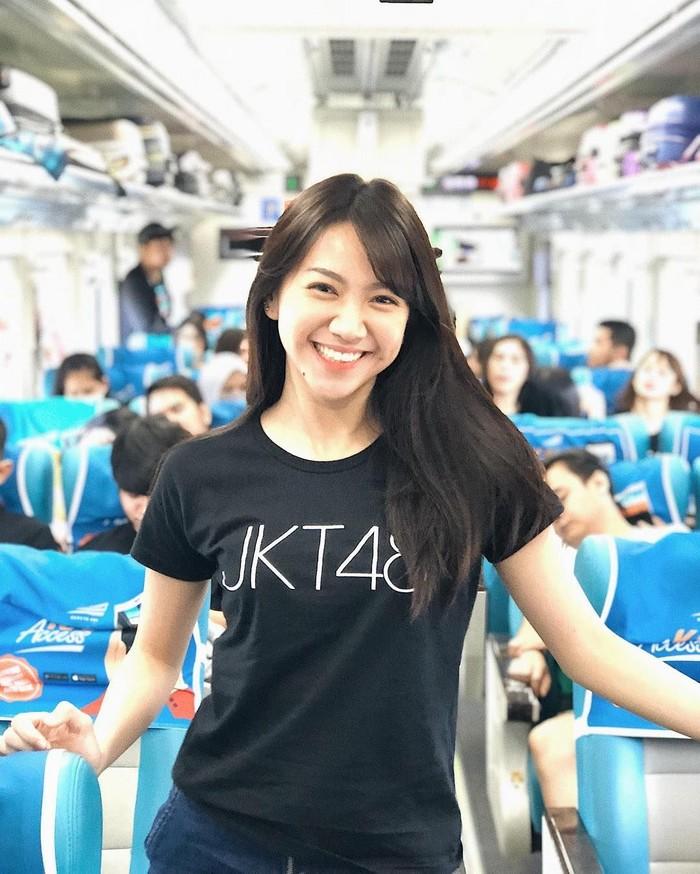 Shania Junianantha atau akrab disapa Shanju sebenarnya punya posisi penting di JKT 48. Ia merupakan salah satu front liner sekaligus pernah menjadi kapten Team J. Tapi baru-baru ini ia memutuskan untuk menyudahi karirnya bersama JKT 48. Foto: instagram @jkt48shanju