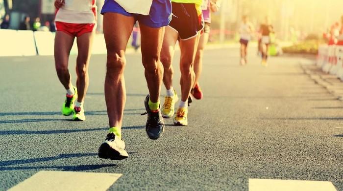 Joging yuk pagi ini untuk membantu tubuh cepat langsing. Foto: iStock