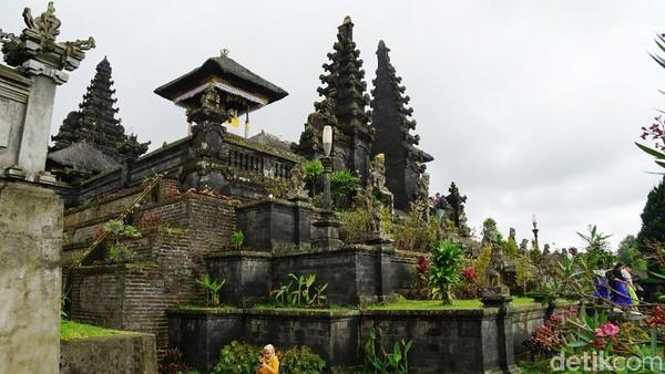 Berada di kawasan seluas 20 hektar, Pura Besakih memiliki 22 kompleks pura dengan areal pusat berada di Pura Penataran Agung (Syanti/detikTravel)