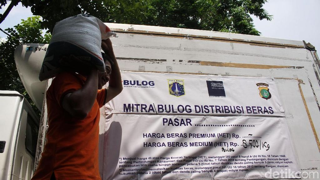 Bulog Gelar Lapak di Pasar Tomang Barat