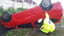 Mobil Terguling di Tol Soroja, 1 Orang Terluka
