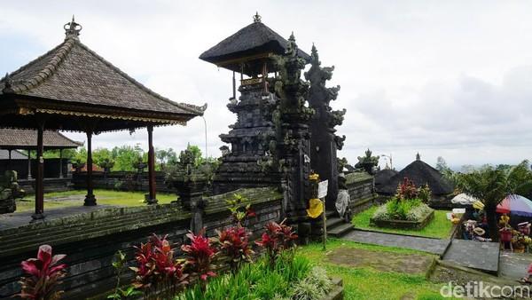 Pura ini berada di Desa Besakih, Kecamatan Rendang, Kabupaten Karangasem. Dari Denpasar sekitar 1,5 jam perjalanan menggunakan mobil, hanya 700 meter dari Gunung Agung (Syanti/detikTravel)