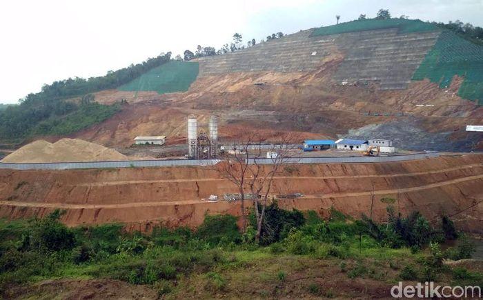 Bendungan Way Sekampung menjadi infrastruktur strategis yang terletak di Kecamatan Pagelaran Utara, Kabupaten Pringsewu Provinsi Lampung yang berada pada dua kabupaten, yaitu Kabupaten Tanggamus dan Pringsewu.