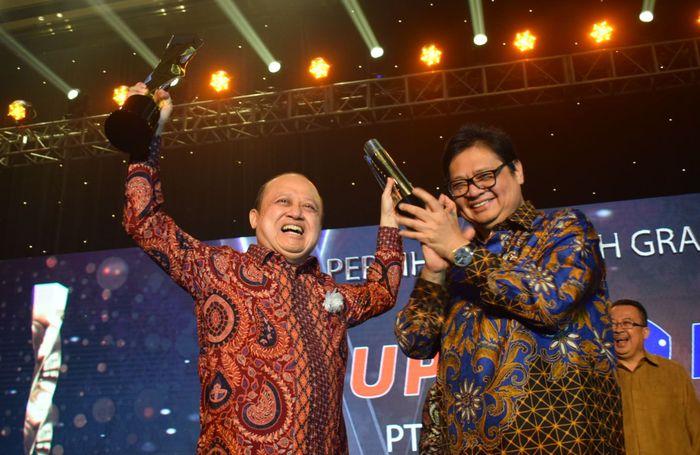 Penghargaan istimewa juga diraih oleh salah satu anggota holding, yaitu PT Pupuk Kalimantan Timur yang berhasil memperoleh penghargaan tertinggi Grand Platinum Award yang diberikan kepada organisasi yang dinilai telah menjalankan sistem manajemen operasional yang baik dan telah menerapkan Standar Nasional Indonesia (SNI) secara konsisten selama tiga tahun berturut-turut. Foto: dok. Pupuk Indonesia