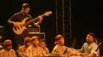 Terpukau Kolaborasi Musik Jazz dan Calung Banyumasan di kaki Gunung Slamet