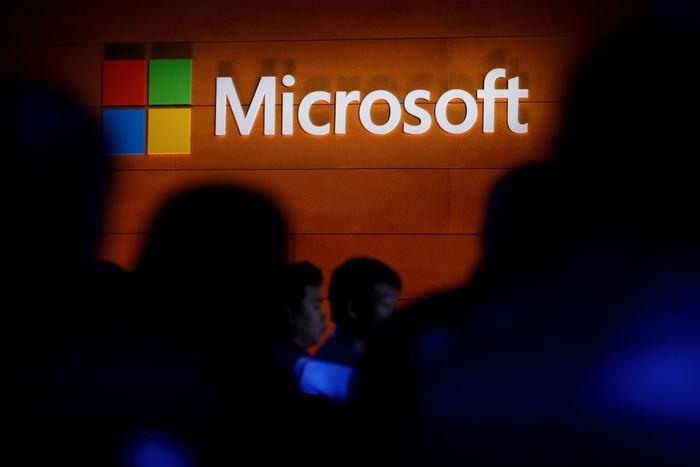 Ilustrasi logo Microsoft. Foto: Drew Angerer/Getty Images