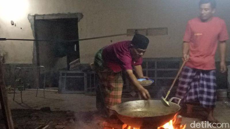 Minyak Songak dibuat oleh warga Desa Songak, Kecamatan Sakra, Kabupaten Lombok Timur (Faruk Nickyrawi/detikTravel)