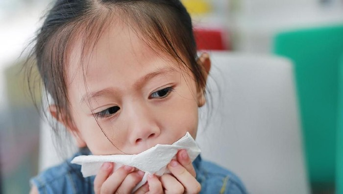 Ilustrasi anak demam dan batuk