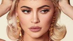 Kylie Jenner Dituduh Melebihkan Kekayaan, Gelar Miliardernya Dicabut Forbes