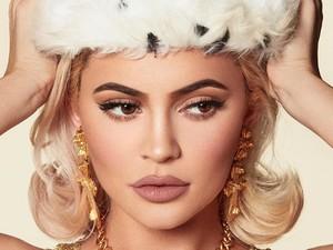 Kylie Jenner Rilis Parfum dengan Botol Berbentuk Bibirnya